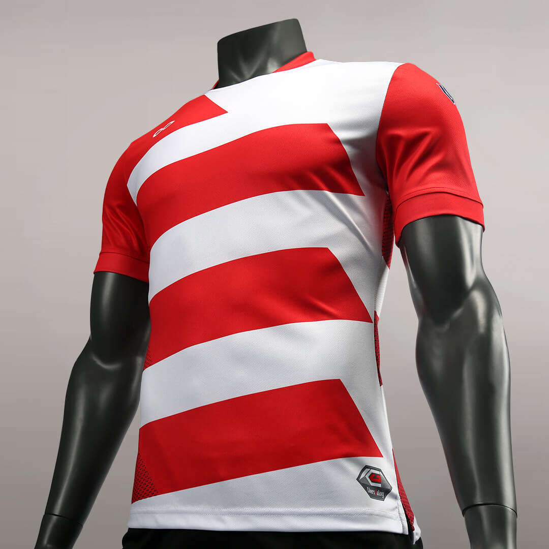 狂野出发之红色飓风比赛服左侧面细节